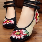 Low-Heel Floral Embroidery Shoes (Black)