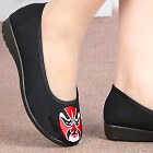 Low Heel Opera Mask Embroidery Shoes (Black)