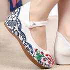 Mid Heel Flower Embroidery Shoes (White)