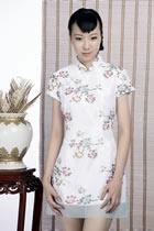 浮雕繡花短袖短旗袍(白色)