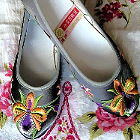 Low Heel Floral Embroidery Shoes (Multicolor)
