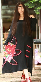 民族風寬鬆純棉貼花連衣裙-黑色 (成衣)