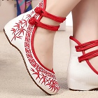 Mid Heel Bamboo Embroidery Shoes (Red)