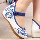Mid Heel Flower Embroidery Shoes (Blue)
