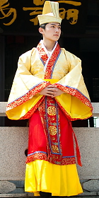 Han Emperor Dress w/ Crown (RM)