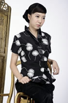 Short-sleeve Embossed Embroidery Hanfu Collar Mandarin Blouse (Black)
