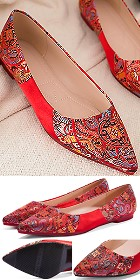 Low Heel Huddling Dragon Brocade Shoes