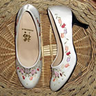 High Heel Pomegranate Flower Embroidery Shoes (Multicolor)