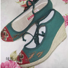 Mudan Peony Embroidery Wedge Heel Shoes (green)